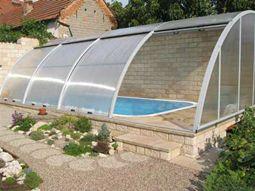 bazén na zahradě